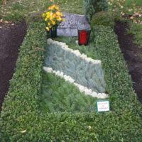Grabpflege Leipzig - Grababdeckung mit verschiedener Tanne