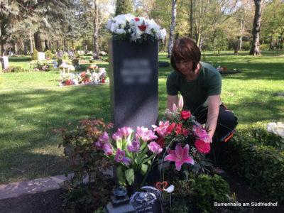 Grabpflege in Leipzig durch die Blumenhalle – Was sind unsere Leistungen?