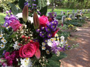Lieferung von Blumenschmuck zum Gedenktag