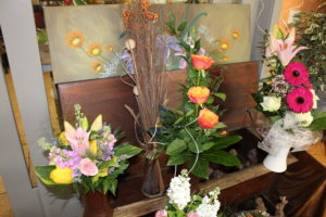 Blumensträuße in Orange, Rosa, Gelb und Pink