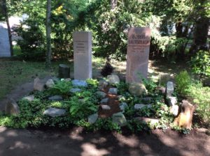Kossmat/Lauterbach Grab nach Fertigstellung durch die liebevolle Grabgestaltung und Grabpflege der Mitarbeiter der Blumenhalle am Südfriedhof in Leipzig