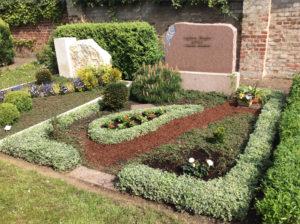 Ungepflegtes Grab nach der Grabpflege Leipzig