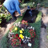 Grabpflege in Leipzig - Das Säubern der Grabstelle