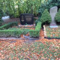 Grabstelle nach einem Sturm - Blumenhalle am Südfriedhof