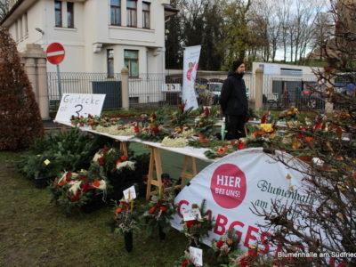 Gestecke und Blumenschmuck zum Totensonntag
