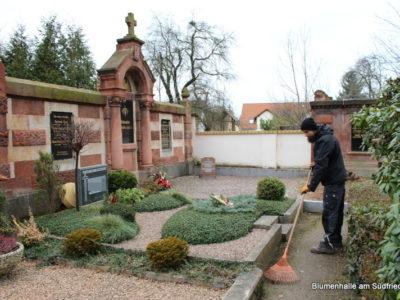 Friedhof Engelsdorf Grabpflege