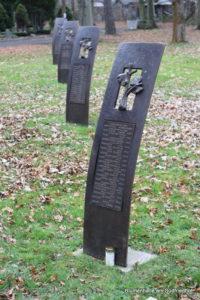 Bronzetafeln im Gedenken an Zwangsarbeiter - Ostfriedhof